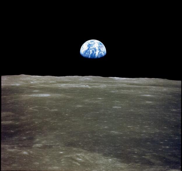 Earthrise-over-Moon-as11_44_6552.jpg